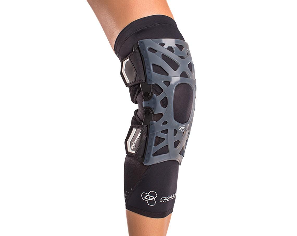 2e242642b0 donjoy-performance-webtech-knee_brace-black-with-sleeve-dp151kb01.jpg